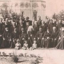 PatrijarhVarnavaRosic_sa_Ktitorom_i_uglednim_gostima_1936